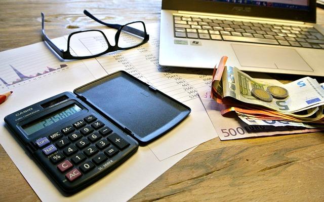 taxes-740202_640