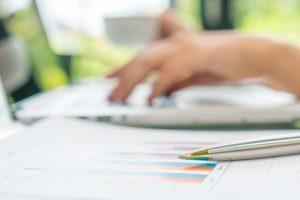 monitorowanie-zysk-księgowy-laptop-zdjęcie_1232-3780